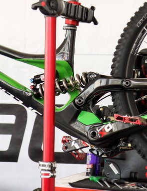 While the current Demo rear end is effectively two linkages in one (with the inner one driving the rear shock), the new setup is far simpler. The rear shock is driven directly by the upper link and the main pivot is now concentric with the oversized bottom bracket