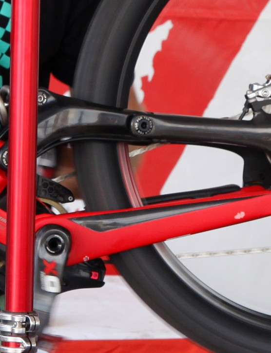 Notice anything missing here? Yep, whereas the previous Demo had a main pivot located just above and behind the bottom bracket, the new one features a simpler concentric design. The updated kinematics should yield a more rearward axle path than before for better squared-edged bump performance, plus the pared-down, all-carbon design should yield major improvements in terms of stiffness and weight