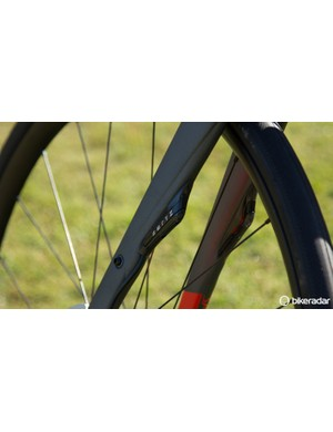 A closer look at the Zertz in the front fork, the brake cable is neatly routed underneath it