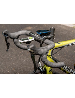 Under your hands, Scappa's own carbon bars