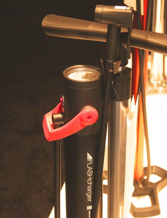 Bontrager's new US$120 TLR Flash Charger is a floor pump desgined to seat stubbon tubeless tyres (UK an AU pricing TBA)