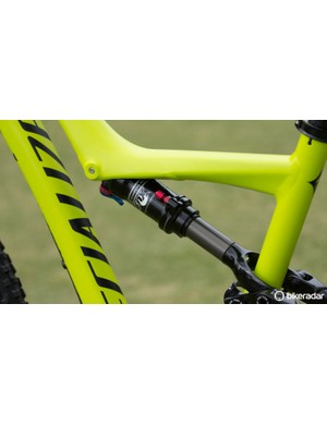 The Rumor (like the Era) offers the Fox/Specialized Auto-Sag technology, ensuring simple setup