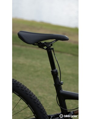 Like many of the better Rumor models, the Rumor Expert Evo 29 has a dropper seat post to make descents a little smoother