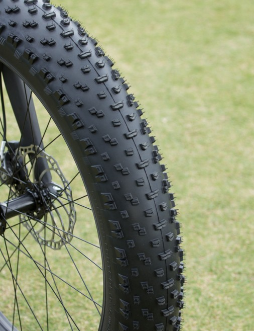 The Specialized Ground Control Fat is a 1450g, 120TPI foldable beast – 26 x 4.6in size only