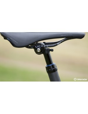The Command XCP post looks to use an air spring and is said to work with both carbon and alloy saddle rails