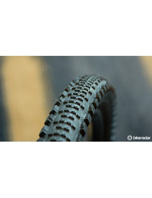 Specialized Slaughter Grid 2Bliss Ready is a new all-mountain tyre that we first spotted at the Enduro World Series round in Chile. This fast-rolling dual-compound tread is available in either 650b or 29in at a 2.3in width