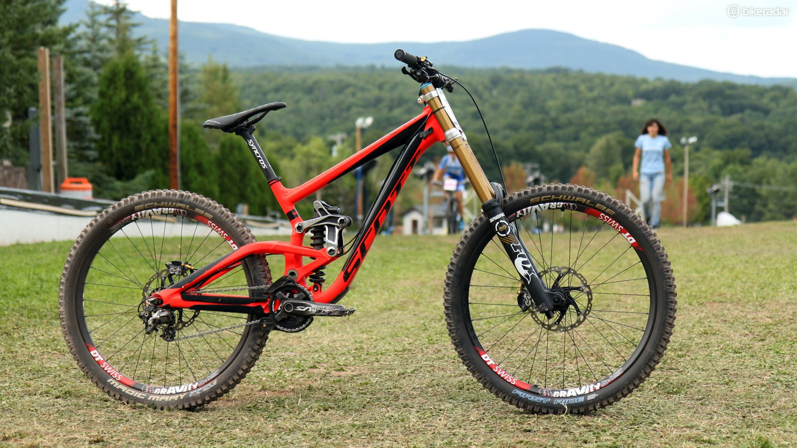 Brendan Fairclough (Gstaadt-Scott) races on a standard large-sized Scott Gambler frame but with a few front-end tweaks to produce the handling characteristics he wants