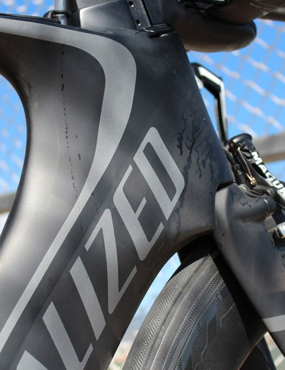 The Shiv's enormous head tube junction houses a hydration bladder that holds about 22oz / 625ml