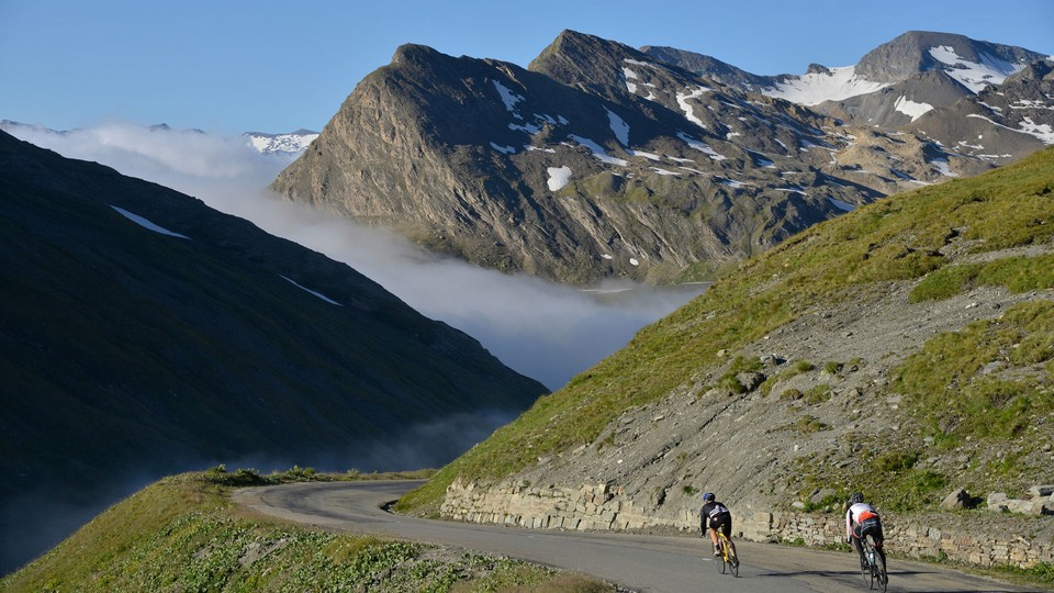 50a4d6c8a00 How to descend safely on a road bike