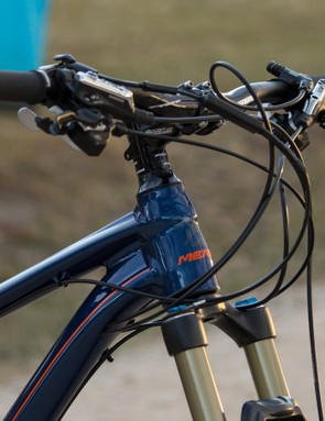 Okay, so this sample has what looks to be a bird's nest of cables out front. We've seen photos of properly trimmed models where the multiple cables flow far more neatly. Either way, front and rear lockouts (off a single remote), dropper seat post, brakes and 20-speed shifting will always look a little messy