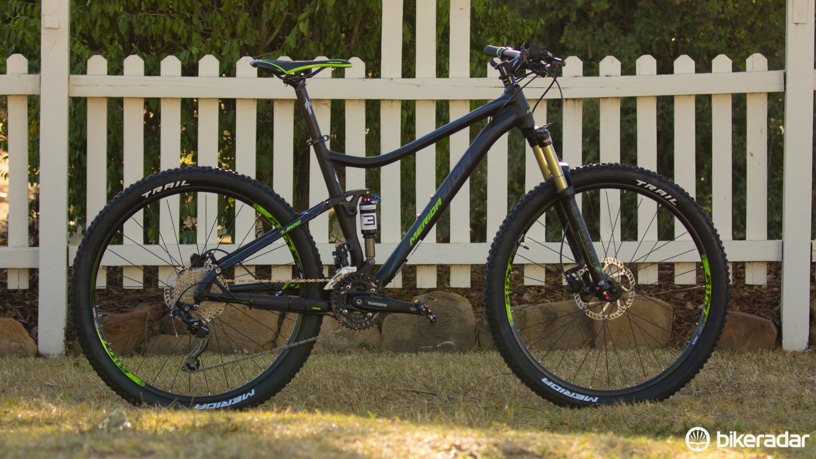 The new Merida One-Twenty 7.500 (US$TBC / AU$1,799 / UK£TBC) uses a slightly cheaper frame than the 7.900, which does away with the hydroformed tapered head tube. Nevertheless, this looks to be a rocking dual-suspension starter bike for the money