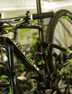 As used by some of the world's best, the Merida Ninety-Nine 9.Team is a full carbon race-focused 29er. No frame changes for 2015