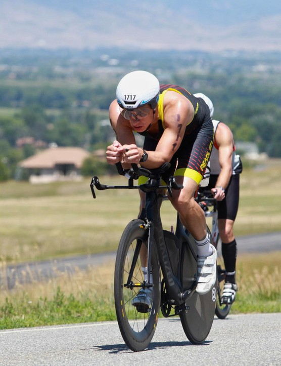 Having the comfort and/or discipline to stay in the aerobars pays off in 'free speed', or at least lower drag relative to sitting up