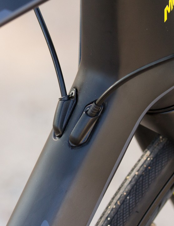 Internal cable routing enters from behind the tapered head tube on the Ride Disc
