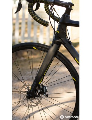The Merida Ride Disc's front brake cable is routed through the fork