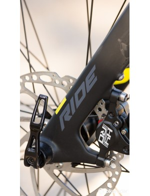 A maxle style 15mm thru-axle allows for tool-free wheel removal