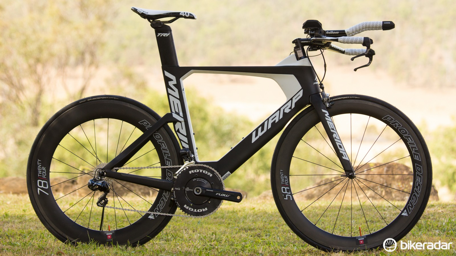 The 2015 Merida Warp Tri 7000-E (AU$6,999 / UK£TBC). At the entry level and sharing the same frame, there's the Warp Tri 3000 (AU$2,999 / UK£TBC) with Shimano Ultegra/105 gearing