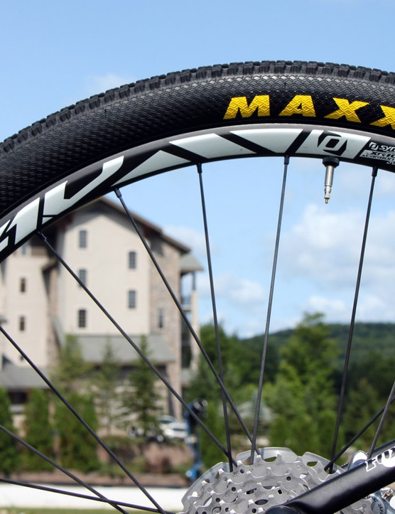 New fast-rolling Maxxis Pace 27.5 x 2.1in tyres are mounted tubeless to Syncros XR1.0 carbon wheels