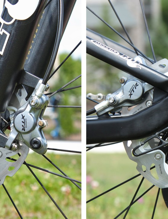 Finned 160mm-diameter Shimano Ice Tech rotors are used front and rear. The fork is equipped with a racer-only bolt-on thru-axle but the rear is the standard DT Swiss RWS unit