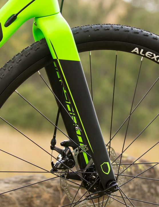 The Threshold carbon fork features a 15mm 'Maxle' thru-axle