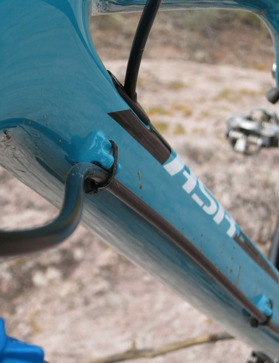 The rear brake line is routed externally and can also route a dropper seatpost line