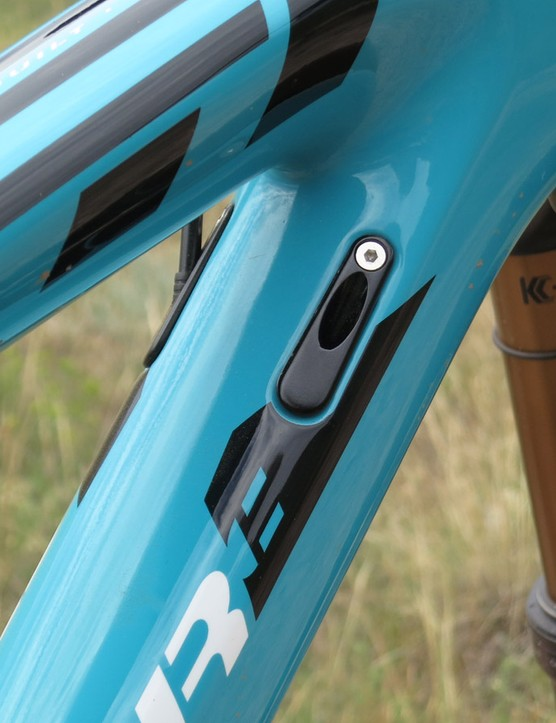 There are ports on either side of the down tube for front and rear deraileur lines