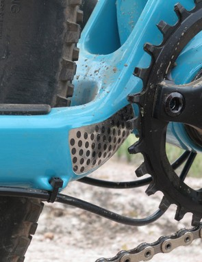 The ASRc has an integrated chainstay guard