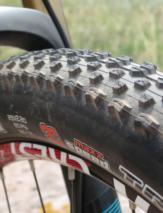 Maxxis Ikons are mounted front and rear on the ASRc