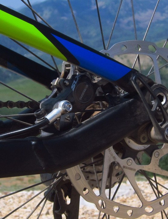 The rear caliper is stoutly mounted to the beefy aluminum chainstay. Posts are sized for 180mm rotors