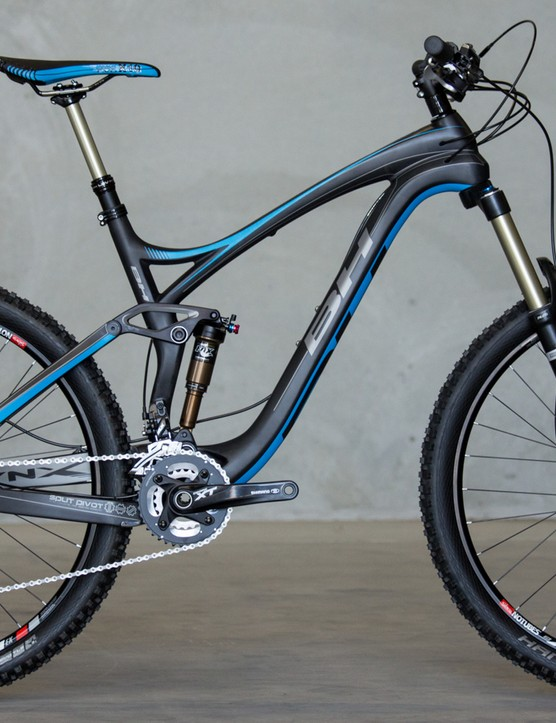 Another angle of the BH Lynx 6 Carbon, while the top tube and chainstays have been shortened, the 67-degree head angle remains