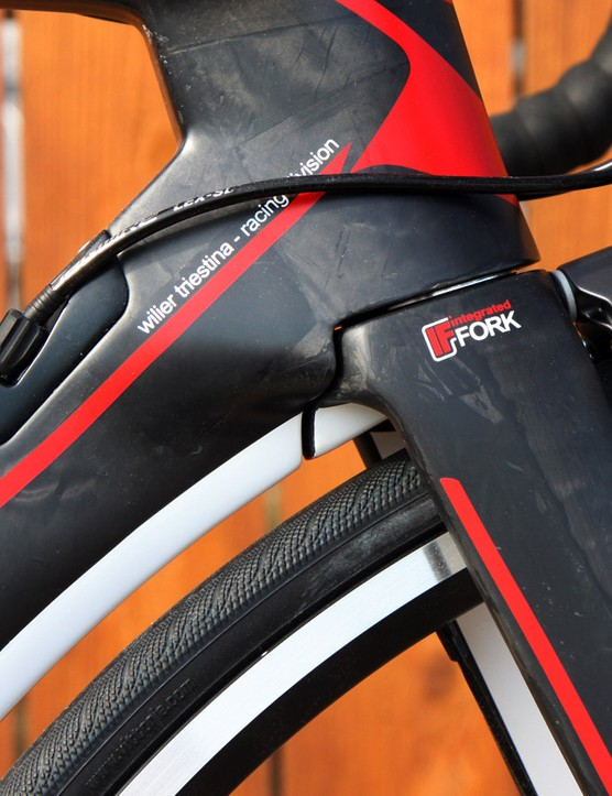 The fork crown is very neatly blended into the surrounding head tube and down tube for a nicely integrated appearance
