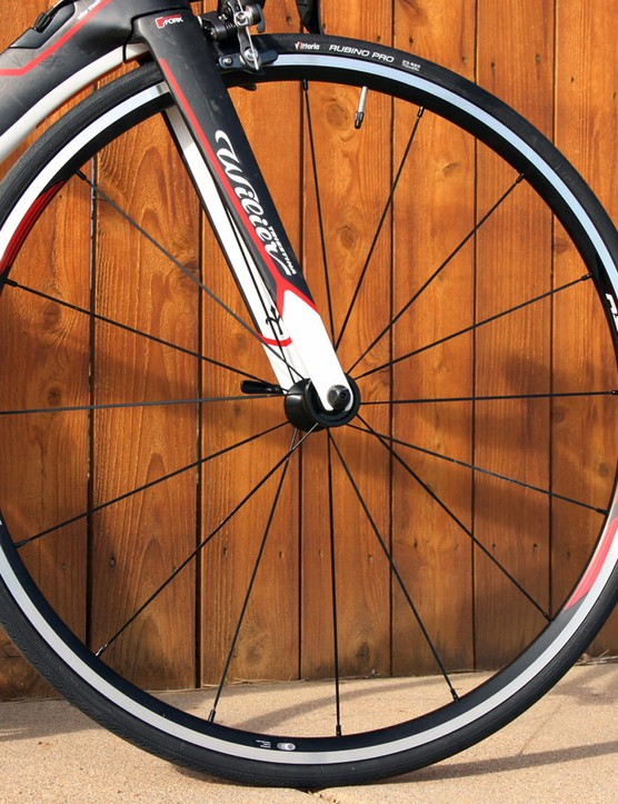 Shimano's RS21 alloy clinchers are great for training but they're quite heavy and their shallow profile doesn't fit in with the aero theme