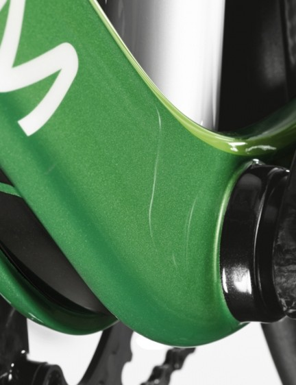 The slit-line style is also seen around the bottom bracket
