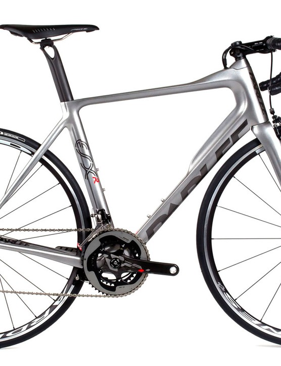 The ESX-R shares the same design as the range topping ESX but manufacturing changes have brought the price down by £700 and only added 100g to the overall frameset weight