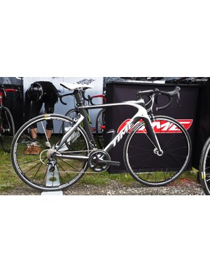 Time's new Skylon was designed with low aerodynamic drag in mind but is supposedly also 30-45 percent stiffer than ZXRS while maintaining a 945g claimed weight. Like other Time frames, it's made in France, too