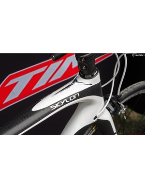 Torsional rigidity of the new Time Skylon frame is said to be 30 percent better than the ZXRS, largely thanks to the much larger tube cross-sections