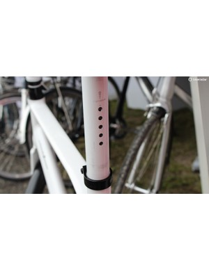 The five-LED rear light integrates neatly into the seatpost