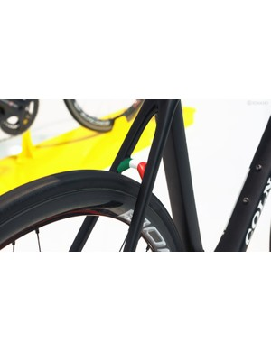 The Italian tricolore decorates the seat stay bridge