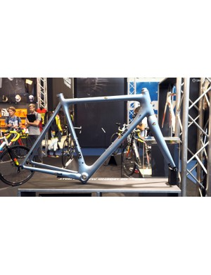 Cinelli has adapted the classic lines of its old steel Laser frame in carbon fibre to create the Laser Mia