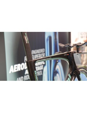 The Aquila CV uses Countervail, Bianchi's vibration-reducing technology