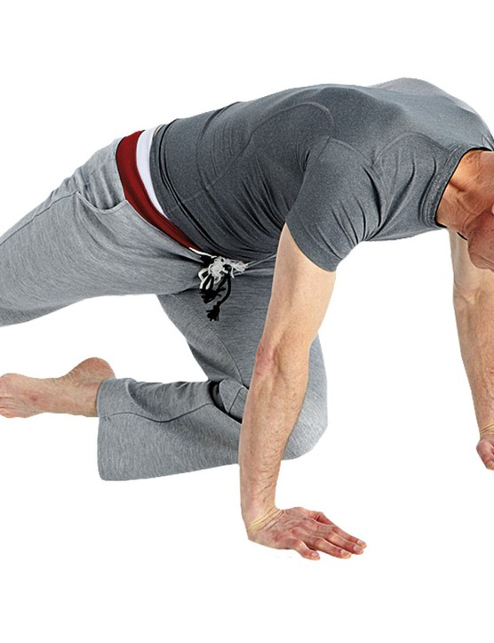 You can also use more body torsion by aiming the knee toward the elbow of the opposite arm