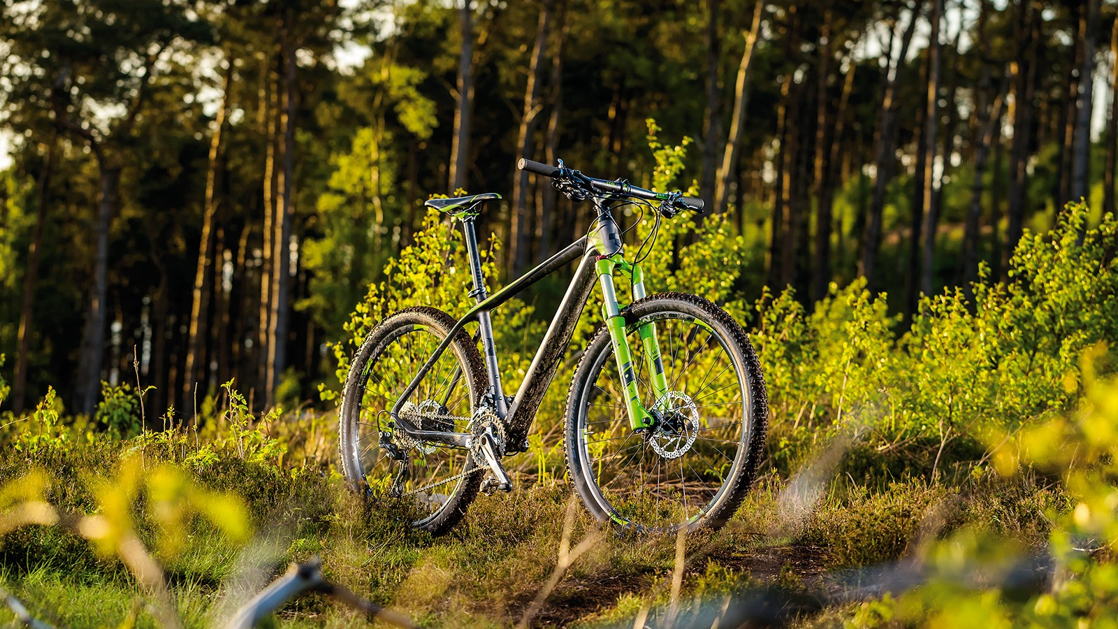 The Cube Reaction GTC Pro 27.5's quality composite frame is matched to budget aware components