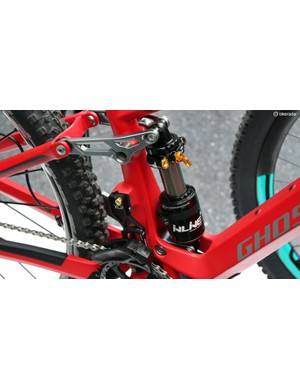There's 130mm of travel out back provided by the latest Inline shock from Cane Creek, sweet!