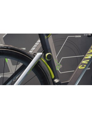 The rear suspension is more cleanly integrated with the carbon fibre leaf spring mimicking the wheel cutouts already often seen in aero road frames. As envisioned here, the rotary damper produces just a small hump in the seat tube
