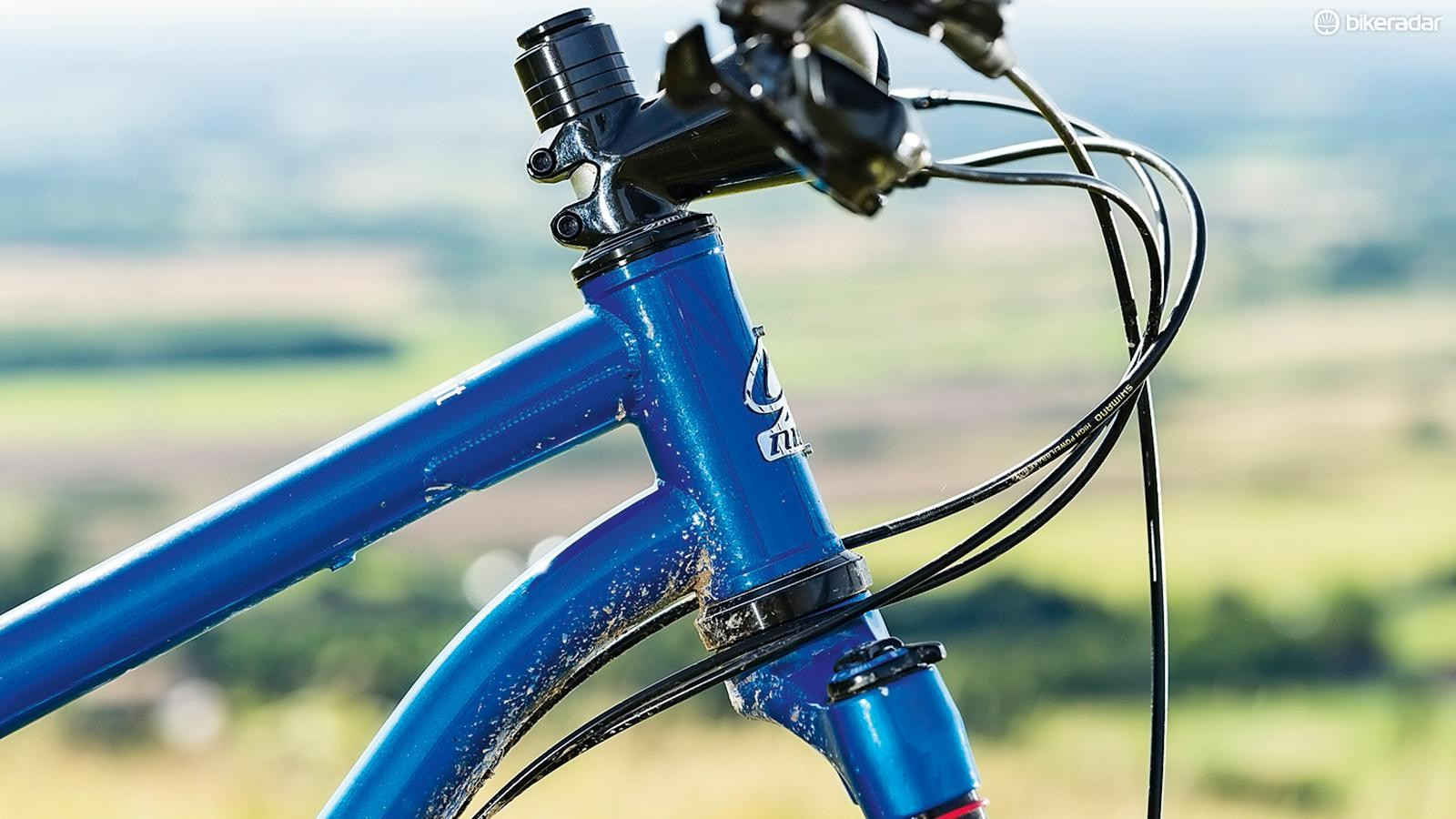 The double-butted (with identical wall thickness) and gusseted top and down tube are strong enough to handle up to a 140mm fork