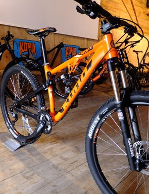 The Precept DL is a slightly higher-specced version of the standard Precept, with a bit more travel. Not to be confused with the Precept 200 - these are in Kona's trail category, the 200 is in the gravity sector