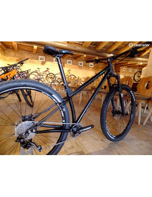 The Honzo looks like a real hoot - long top tube, short chainstays, low bottom bracket and, as you see across the range, loads of standover height