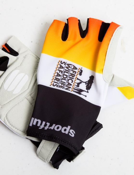 Sportful Australia sponsors the African Wildlife Safaris Cycling Team (NRS). Here's an example of the race gloves used by the team - also something available through the custom program