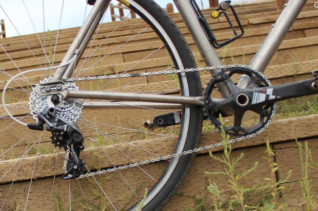 We tested SRAM's CX1 clutch derailleur, 11-32t cassette, and chain on a 10-speed bike with an Absolute Black chain ring