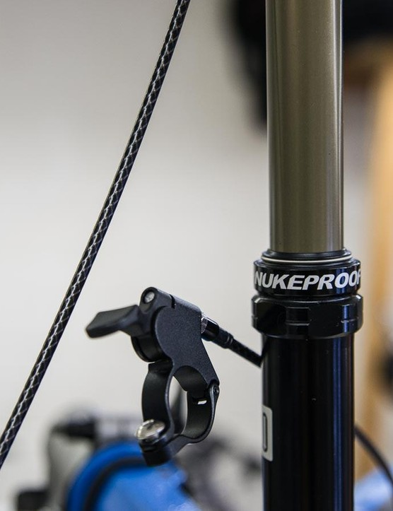 The Nukeproof OCKLO dropper post uses a spring-and-key design to avoid saddle play